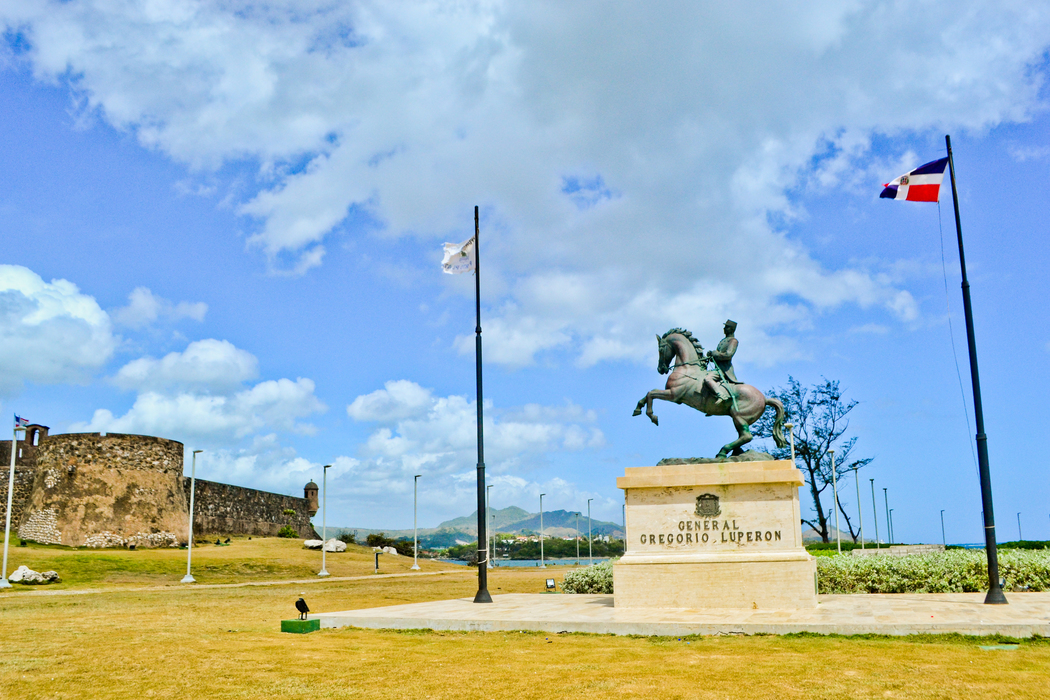 Malecon picture with Gregorio Luperon statue at Puerto Plata